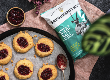 """Peanutbutter & Jelly"" Cookies, Overtrukket Med Savoursmith Desert Salt Crisps"